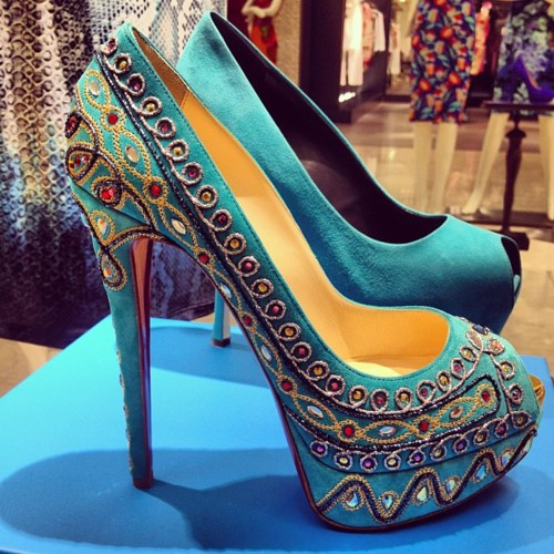 f746475f11e3 At 2012 Spring summer collection  we see heels inspired from Bollywood
