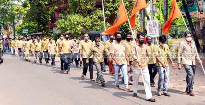 Petrol and diesel price hike: Auto rickshaw Mazdoor Sangh protests