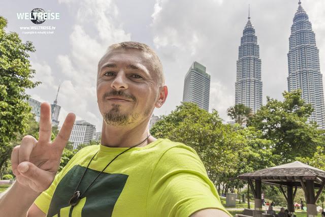 Petronas Twin Towers und KLCC Park. www.WELTREISE.tv