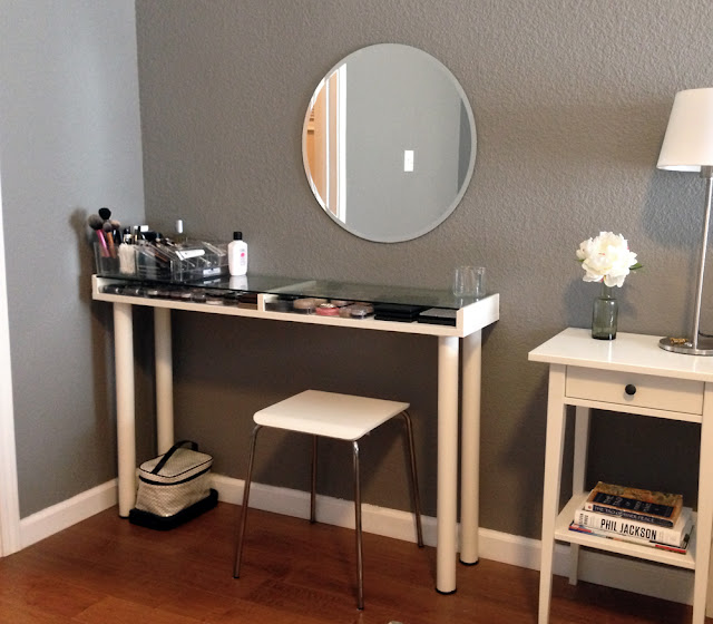 Small Bedroom Vanity Table 2