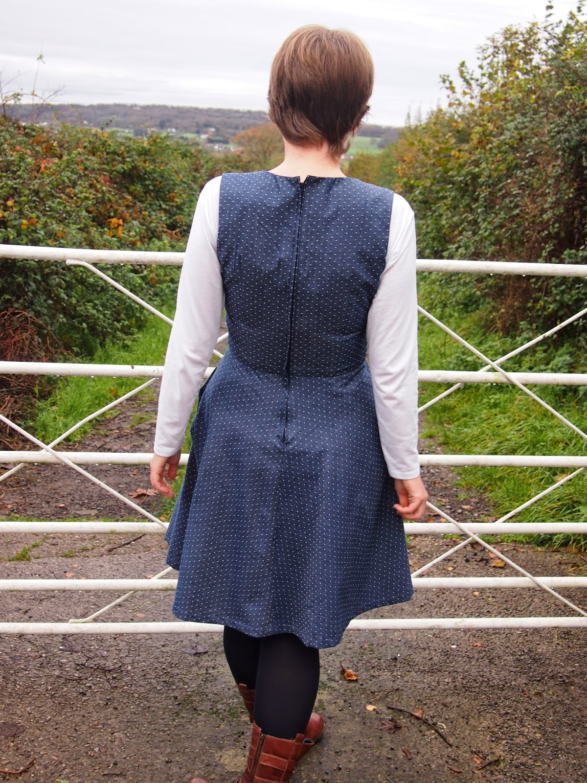 Nightingale & Dolittle: Simplicity 1325 V-neck pinafore dress