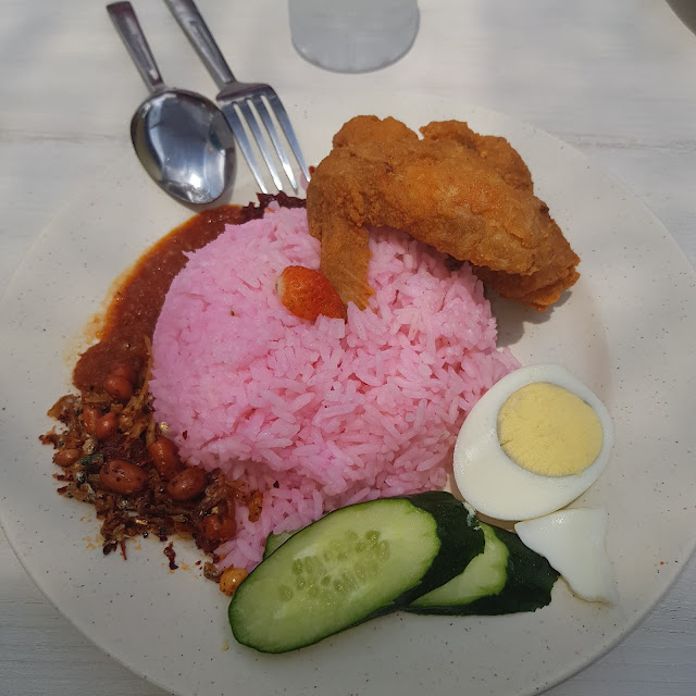 nasi lemak strawberry taman abang, nasi lemak strawberry sedap, harga nasi lemak strawberry cameron highland,  nasi lemak cameron highland, nasi lemak strawberry melaka, nasi lemak serunding strawberry, cara buat nasi lemak strawberry, pemilik abang strawberry, 200 Seeds Cafe