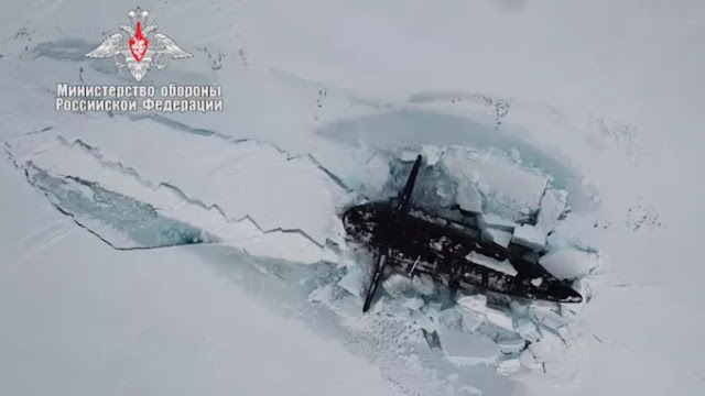 3 sottomarini nucleari russi tra il ghiaccio artico