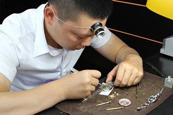 Tuyển dụng nhân viên kỹ thuật sửa chữa đồng hồ