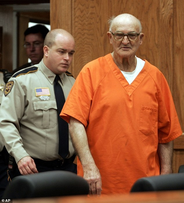 Muere miembro de Ku Klux Klan que inspiró