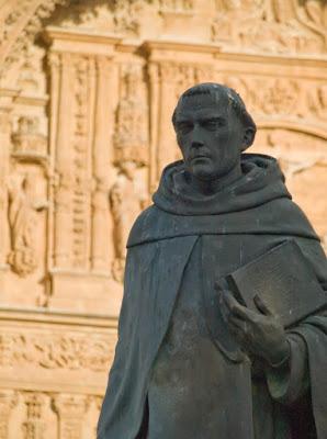 Francisco de Vitoria con los Dominicos detrás
