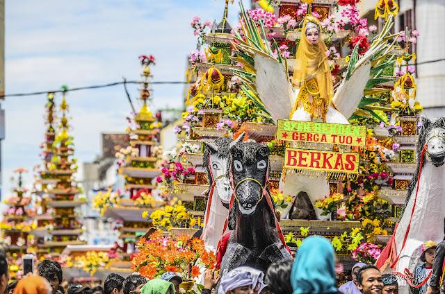 arakan saat festival tabot di kota bengkulu