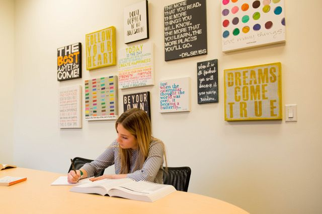 Applying to college can be daunting. North Shore College Consulting helps keep students organized and on track. Image credit North Shore College Consulting.