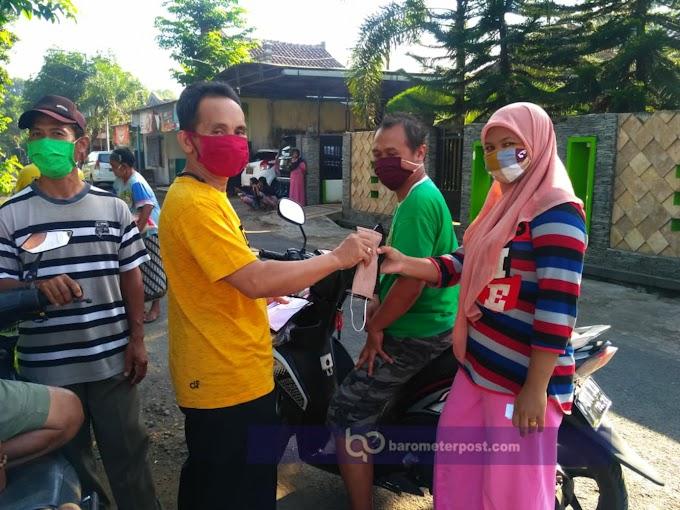 Mutus Mata Rantai Penyebaraan Covid - 19 ,,Kades Kaliwining Blusukan Bagi Masker