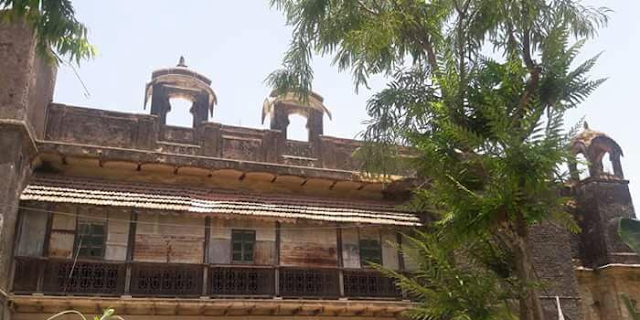 RATLAM: राजपूत राजमहल की दीवार गिरी, रानी की मौत | MP NEWS