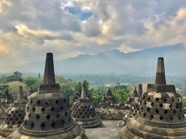 Pemandangan Candi Borobudur