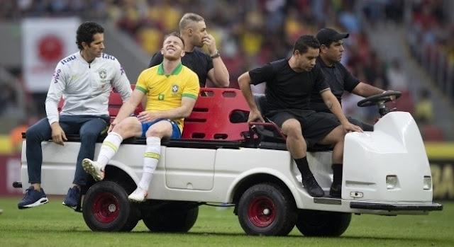 Arthur sente dores no joelho está fora do treino desta terça, em SP