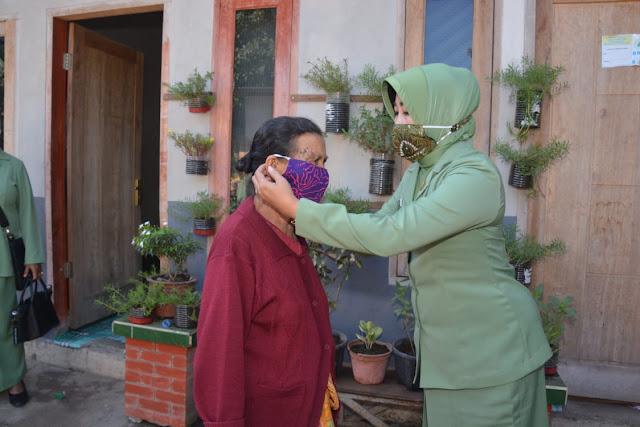 "Menyongsong New Normal Dharma Pertiwi Daerah  ""J "" Koorcab NTB Bagikan Masker"