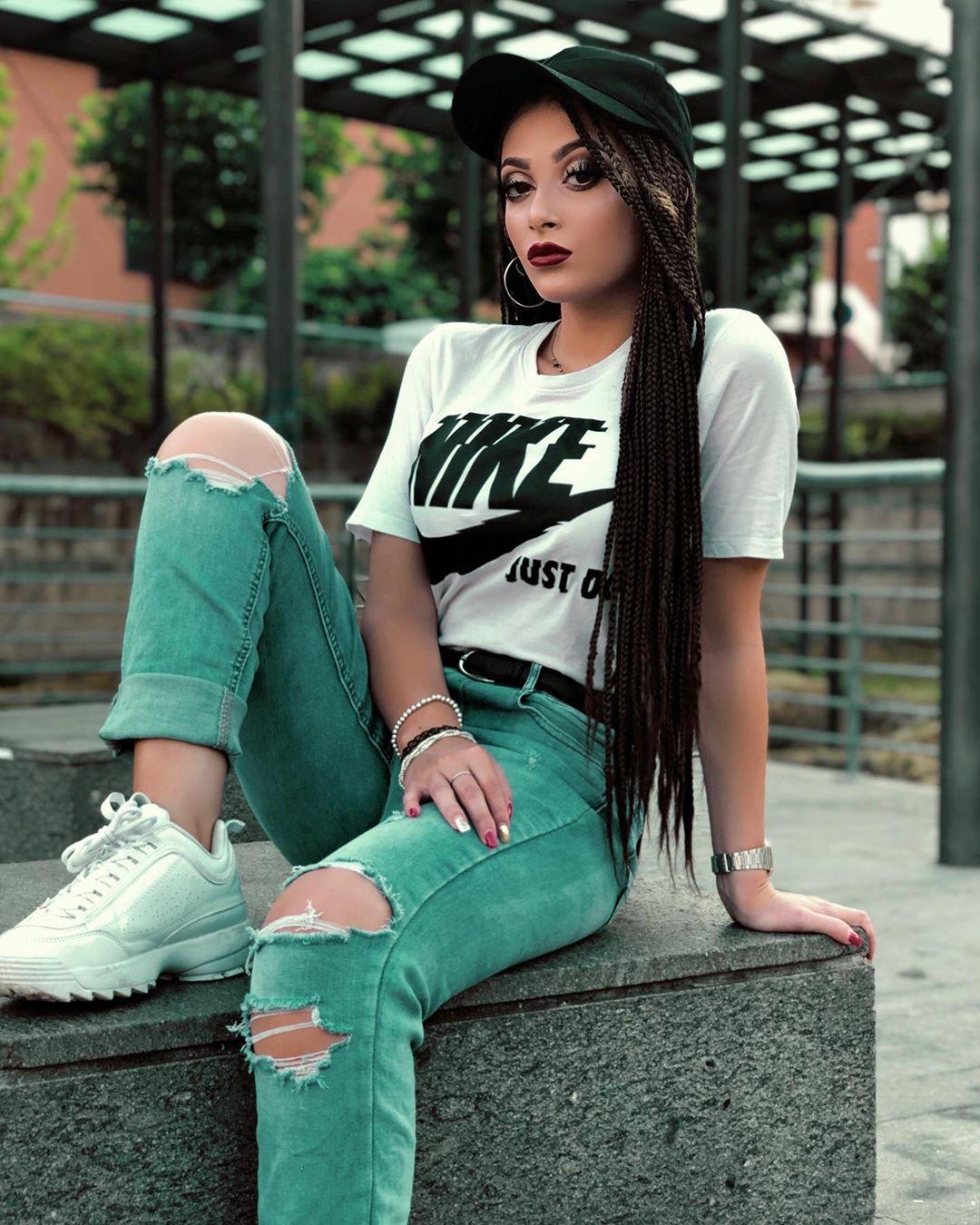 Melissa Porretta Cool and Stylish Girl DP