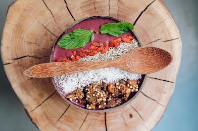 Tazón de cereales con frutos secos y Acai Berry