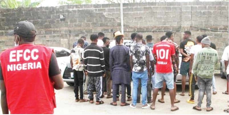 EFCC Swings Into Action, Arrests 21 Suspected Internet Fraudsters In Lagos (Photo) #Arewapublisize