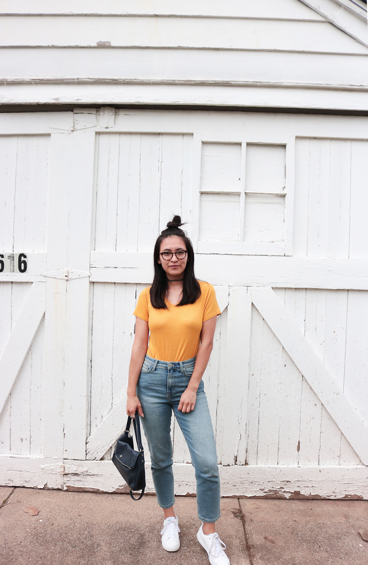 Yellow t-shirt, blue jeans, white sneakers, spring, outfit