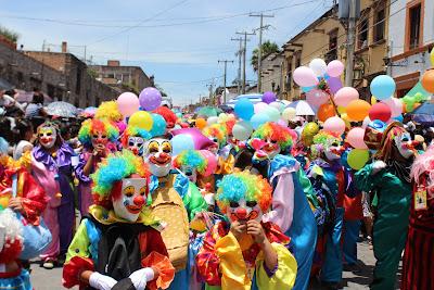 desfile de los locos san miguel de allende 2018
