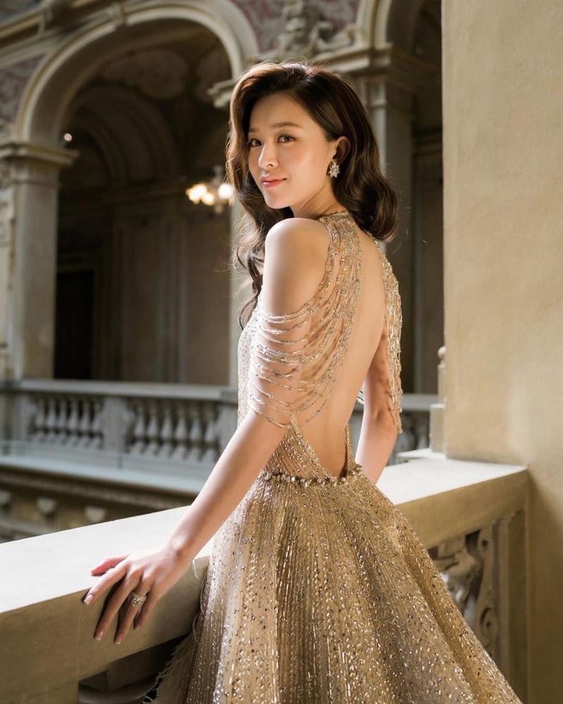 cewek manis dengan gaun mewah dan keren artis seksi Hongkong Janice Man