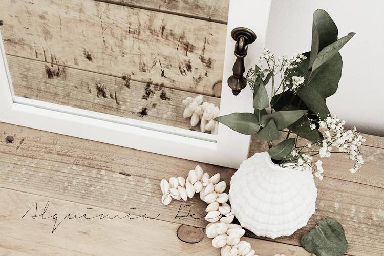 armario-pequeño-espejo-blanco-cosmeticos-conchas-maquillaje-perfume-nordico-tutorial-diy-estilo-escandinavo