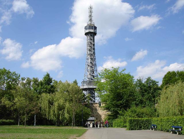 Torre Petrín e Parque Funicular em Praga