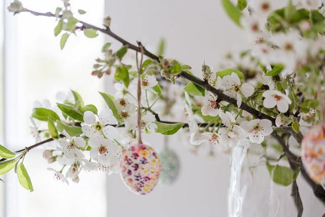 Apfelblütenzweig, Osterstrauß, Pomponetti