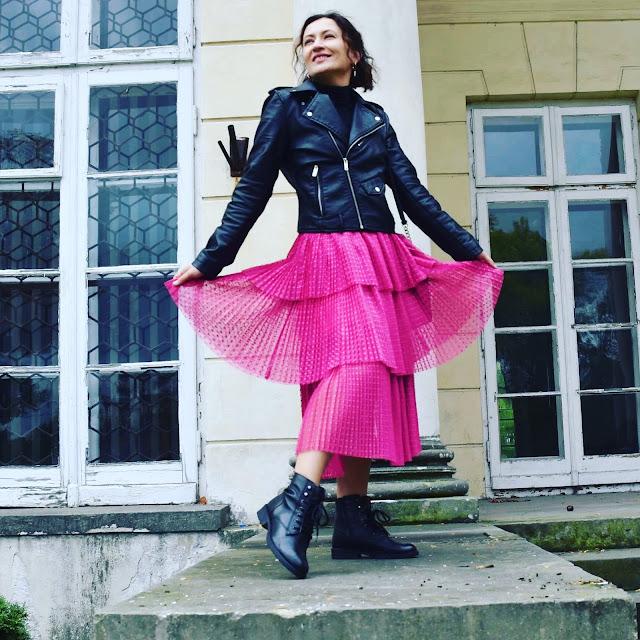 Adriana Style Blog, blog modowy Puławy, Fuksjowa Spódnica Nakd, Nakd Fuchsia Skirt, Leather Biker Jacket, Ramoneska, Wojskowe Buty, Michael Kors Bag, torebka Michael Kors, Black & Fuschia