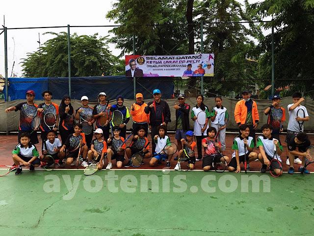 Pantau Pembinaan Tenis Daerah, Ketum PP PELTI Berkunjung ke Karawang