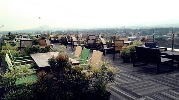 skyroom cafe - Tempat Wisata Romantis di Batu Malang