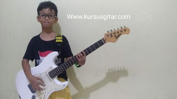Belajar gitar sejak usia dini