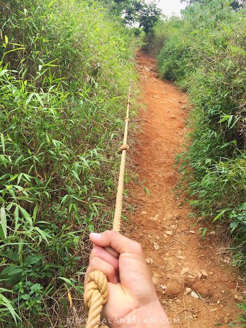 Tali Tambang sebagai alat bantu mendaki di Gunung Batu Jonggol