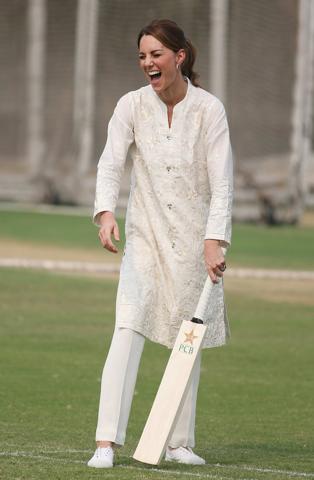 Kate Middleton And Prince William playing cricket in Lahore
