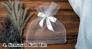 Kemasan Kain Tile merupakan salah satu rekomendasi kemasan souvenir eksklusif dan menarik