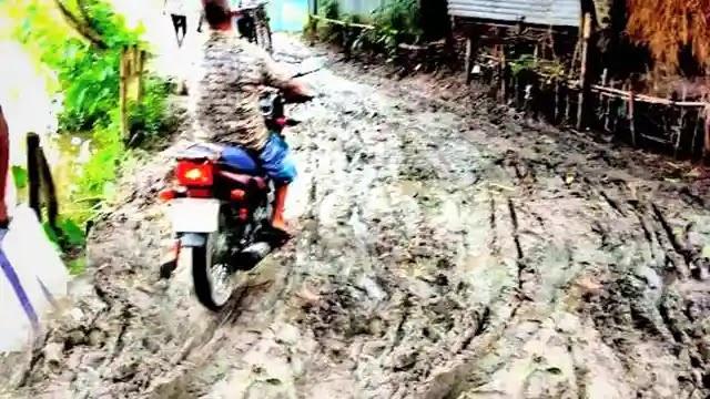 উল্লাপাড়ায় রাস্তার বেহাল দশা, ভোগান্তি চরমে