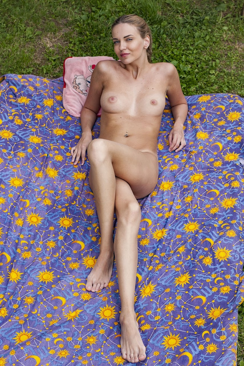 [Stunning18] Gwinnett - I Sunbathing On The Grass - idols