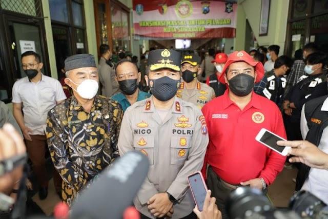 Kapolda Jatim Saat Cek Vaksinasi : Saya Bangga Jadi Alumni SMPN 1 Surabaya | PikiranSaja.com