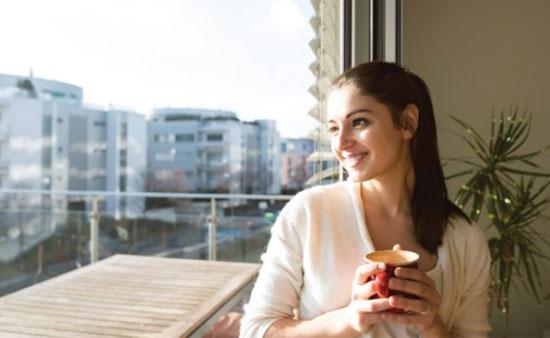 SENYUM : dengan senyum anda bisa relax sepanjang hari tanpa mengeluarkan biaya sepserpun. Gambar dari HALFPOINT/SHUTTERSTOCK