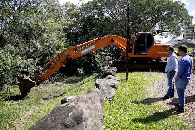 GRAVATAÍ | Lago do Parcão recebe ação de limpeza da Prefeitura