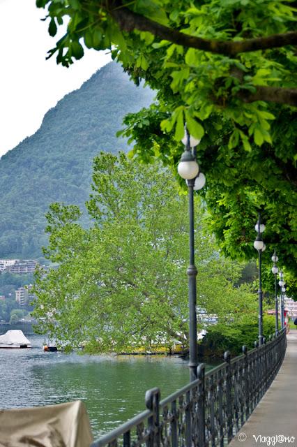 Passeggiata sul lungolago del lago di Lugano