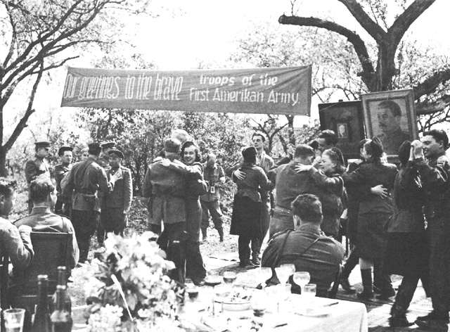 Torgau, Germany, meeting of US and Soviet troops worldwartwo.filminspector.com