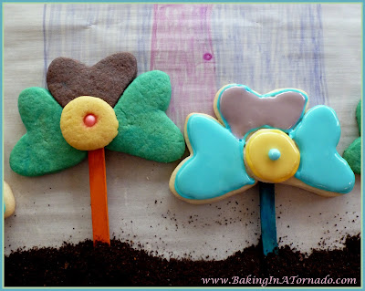 Spring Flower Cookies, find the recipe at http://www.bakinginatornado.com/2015/05/blog-with-friends-flour-flowers.html | Recipe developed by Karen of Baking In A Tornado | #reicpe #cookies