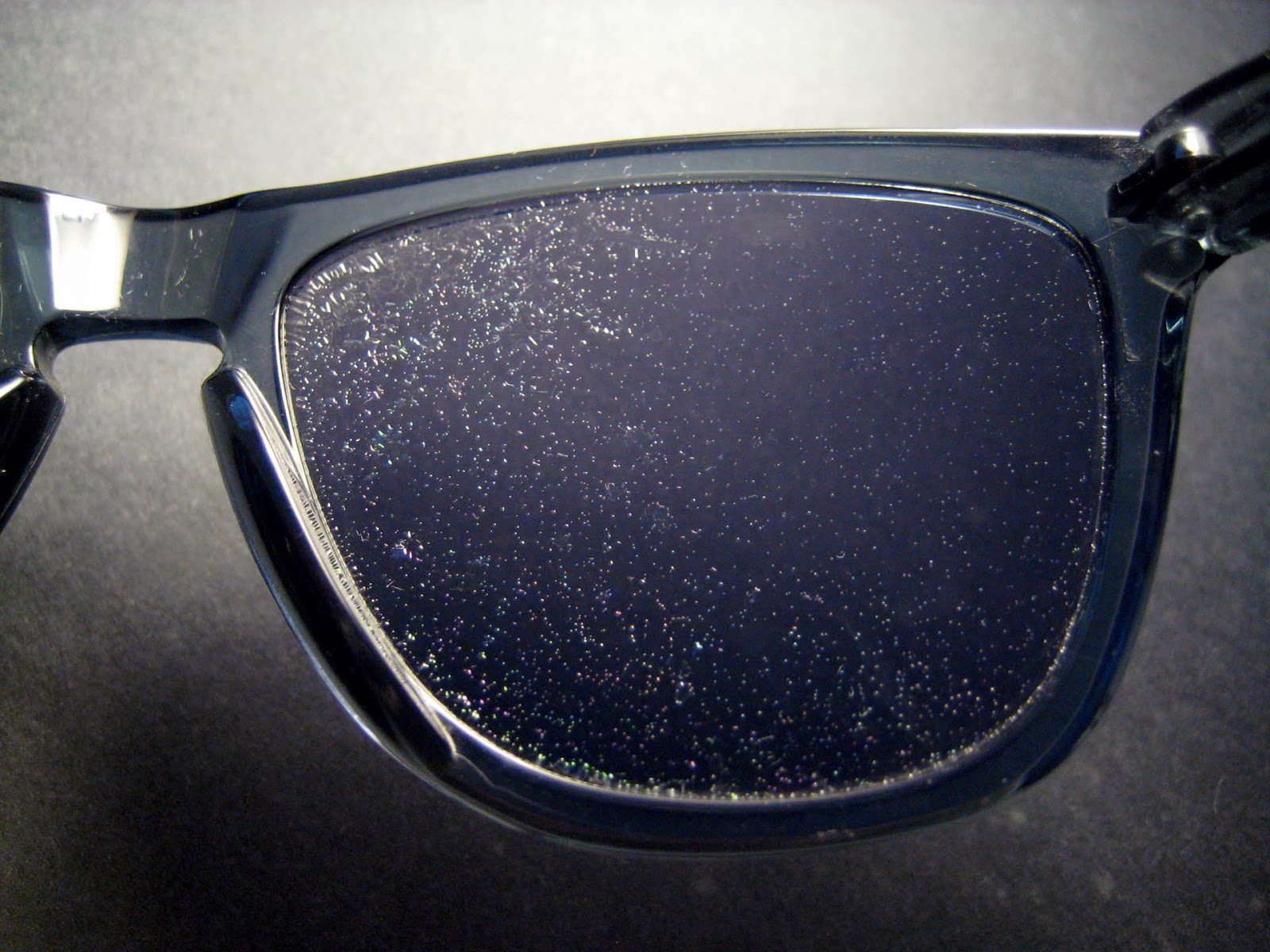 d8af122752 Sabe a história contada nas lojas Oakley, onde dizem que as lentes deles  duram para sempre e tem garantida eterna? É lenda.