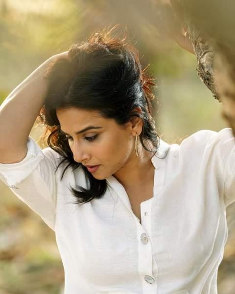 vidya-balan-raises-temperature-with-her-sexy-looks