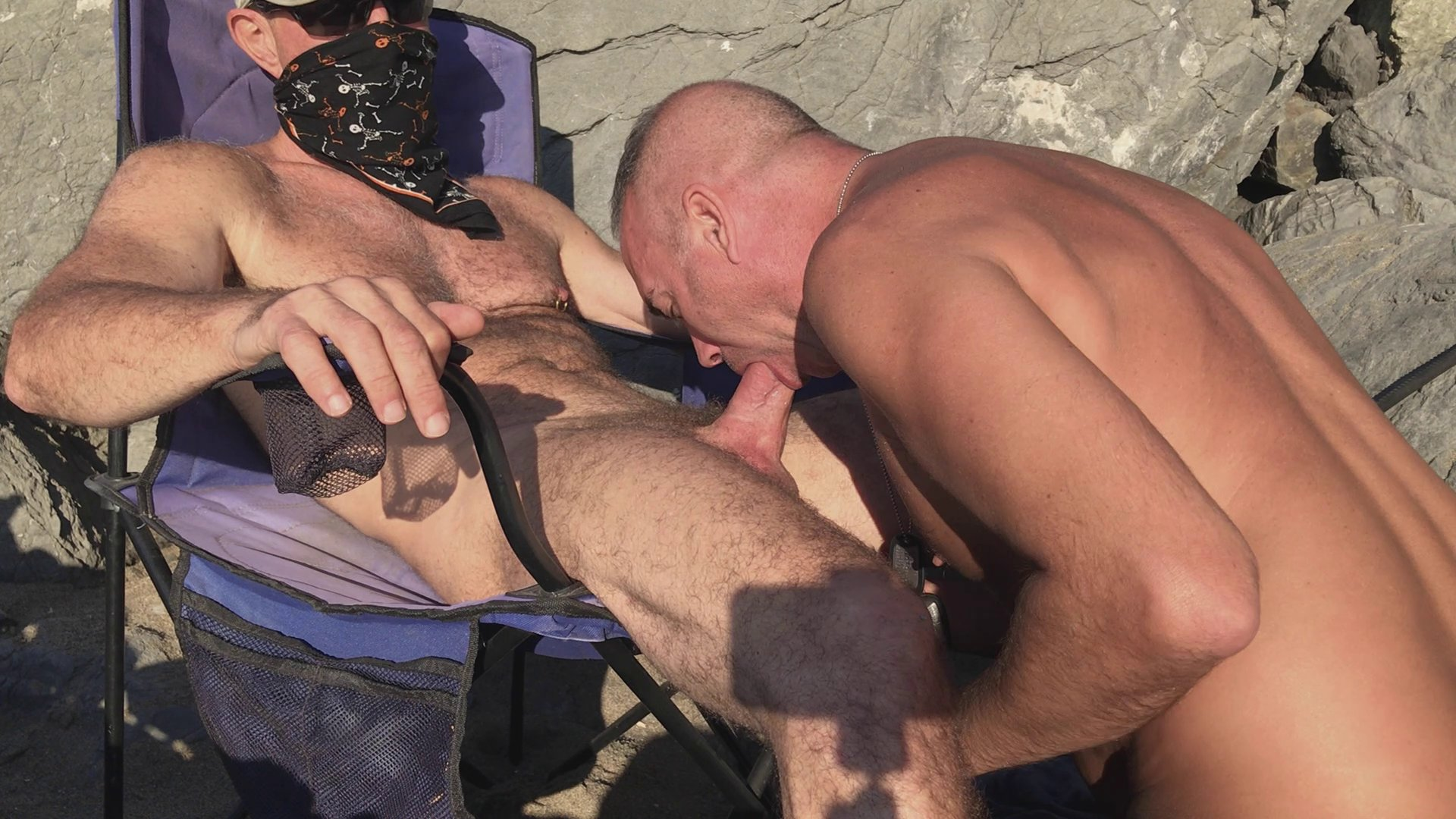 el sexo oral en plena playa