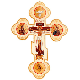It is typical of the Russian Orthodox Church and is formed by two perpendicular arms plus an oblique crossbar at the bottom. The latter recalls the support at the feet of the crucified Christ. The arms are closed by trilobed terminations that symbolize the Trinity, like the clover from which this cross originates.