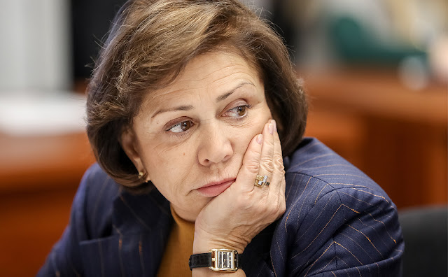 Ирина Роднина депутат Госдумы уверена, граждане нашей страны привыкли жить с фразой - дайте.