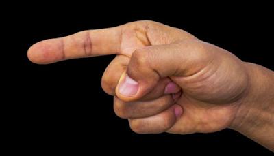 Πόσα δάχτυλα σου κούνησαν στη μούρη σήμερα;