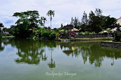 Kolam Pura Taman Ayun tampak depan - Backpacker Manyar