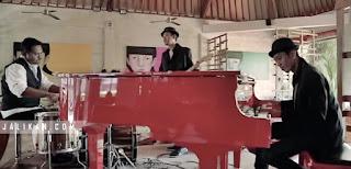 Lirik Lagu Aku Sing Nawang - D'Ubud n Band