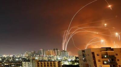"""الرئيس الفرنسي إيمانويل ماكرون يناشد بوقف """"العنف"""" في الشرق الأوسط"""